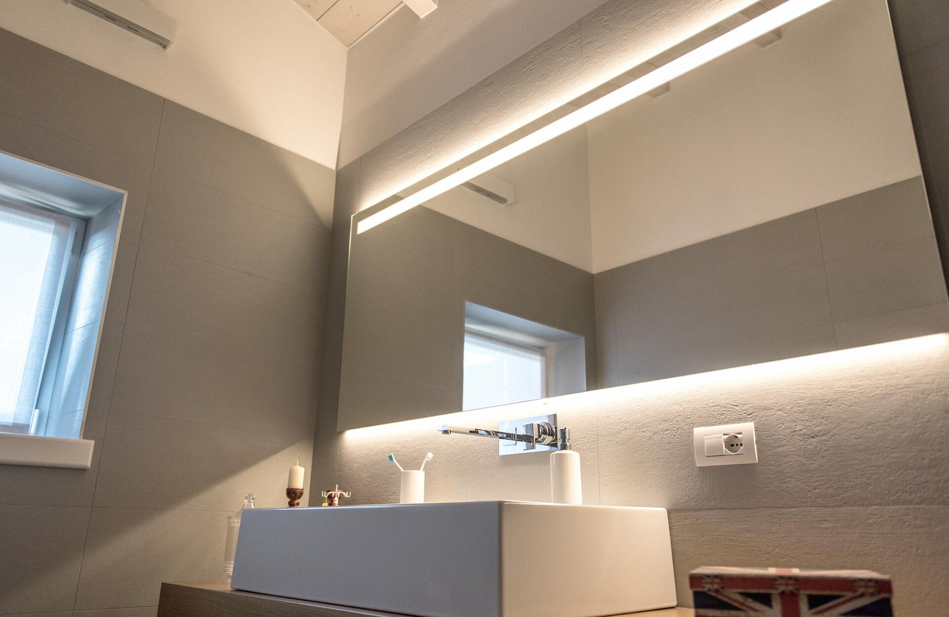 Specchio con illuminazione led integrata tecnovetrovr